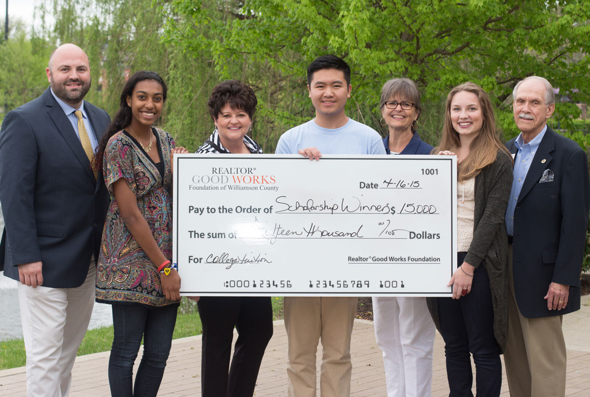 high school senior scholarships Many families focus on private scholarships for high school seniors, hoping that they will win enough money to make a difference in the college budget every dollar helps, but keep in mind that private scholarships are a small source of college funding.